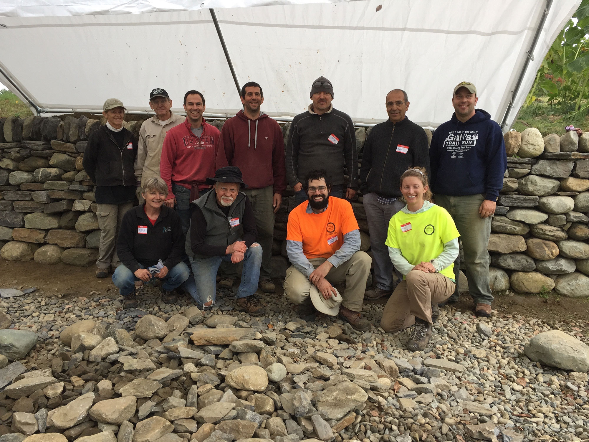 Dry stone retaining wall course